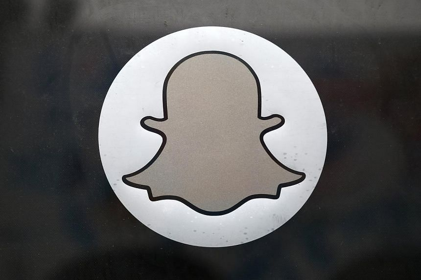 "Smartphone app Snapchat on Monday began letting users in the United States send money to friends by simply typing dollar amounts into new ""Snapcash"" messages. -- PHOTO: REUTERS"
