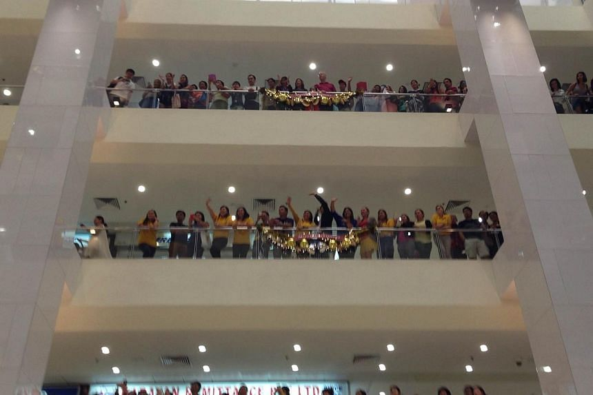 The crowd in Lucky Plaza during Philippine President Benigno Aquino's visit there on Nov 19, 2014. --ST PHOTO: ONG HWEE HWEE