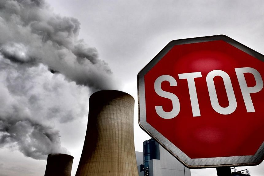 As many as nine in 10 European city dwellers breathe air high in pollutants, blamed for 400,000 premature deaths every year, the European Environment Agency (EEA) said on Wednesday. -- PHOTO: AFP