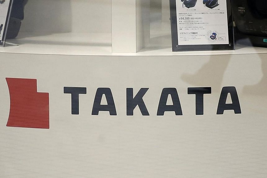 United States safety regulators pushed on Tuesday for a nationwide recall of cars with defective Takata air bags, increasing the pressure on both the Japanese company and automakers ahead of a Senate hearing into the deadly problem. -- PHOTO: REUTERS