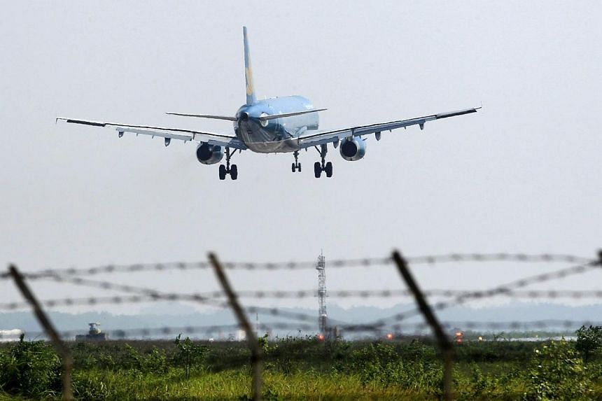 A Vietnam Airlines aircraft prepares to land at Noi Bai airport in Hanoi on Nov 14, 2014. A power outage left the control tower at Vietnam's largest airport without radar for more than an hour Thursday, according to state media reports, forcing