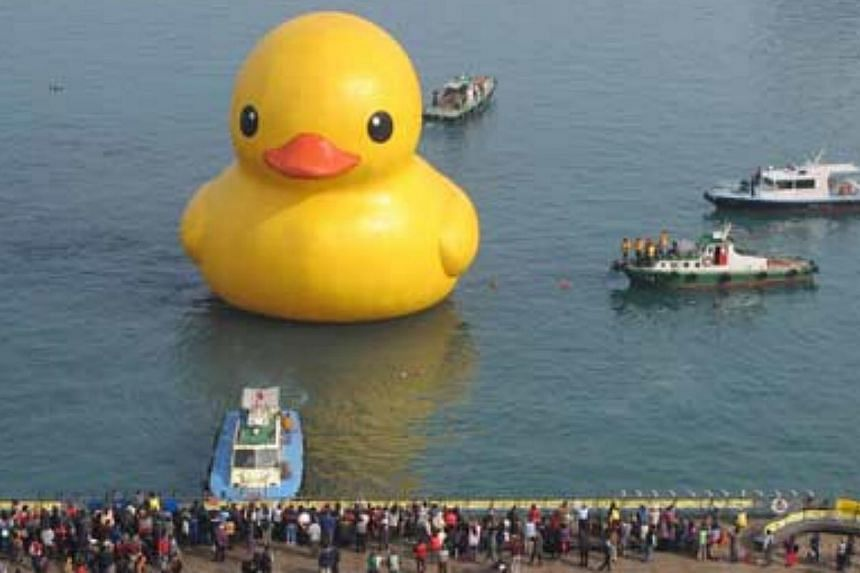 Visitors flock to see the repaired Rubber Duck art installation in Keelung earlier this year in this file photo. Taiwan has announced a plan to give a harbour a makeover. --PHOTO: THE CHINA POST\ASIA NEWS NETWORK