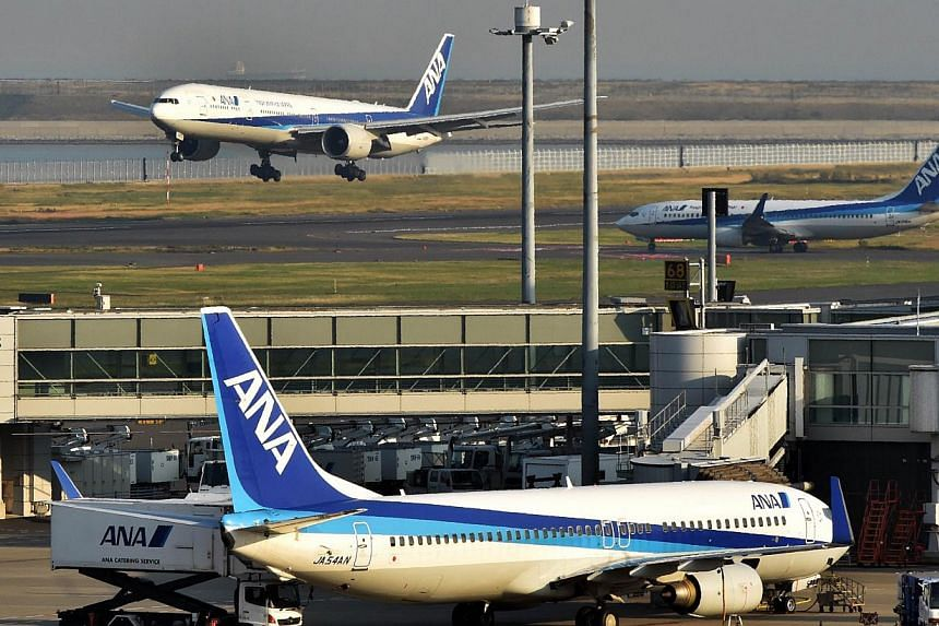 An All Nippon Airways (ANA) jetliner lands at the Haneda airport in Tokyo on Oct 30, 2014. A Japan-bound ANA jet returned to Manila airport and made an emergency landing on Friday after pilots reported smoke in the cockpit, the Philippine authorities