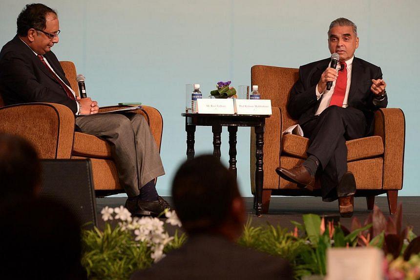 Straits Times foreign editor Ravi Velloor (left) withProfessor Kishore Mahbubani.-- ST PHOTO: NG SOR LUAN