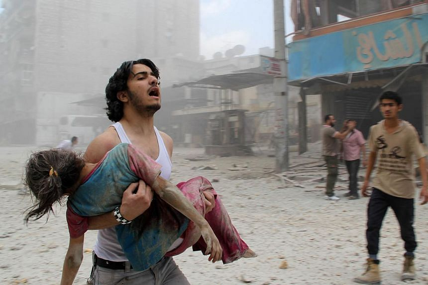 Air strikes by US-led forces in Syria have killed 910 people, including 52 civilians, since the start of the campaign against Islamic State and other fighters two months ago, a group monitoring the conflict said on Saturday. -- PHOTO: AFP