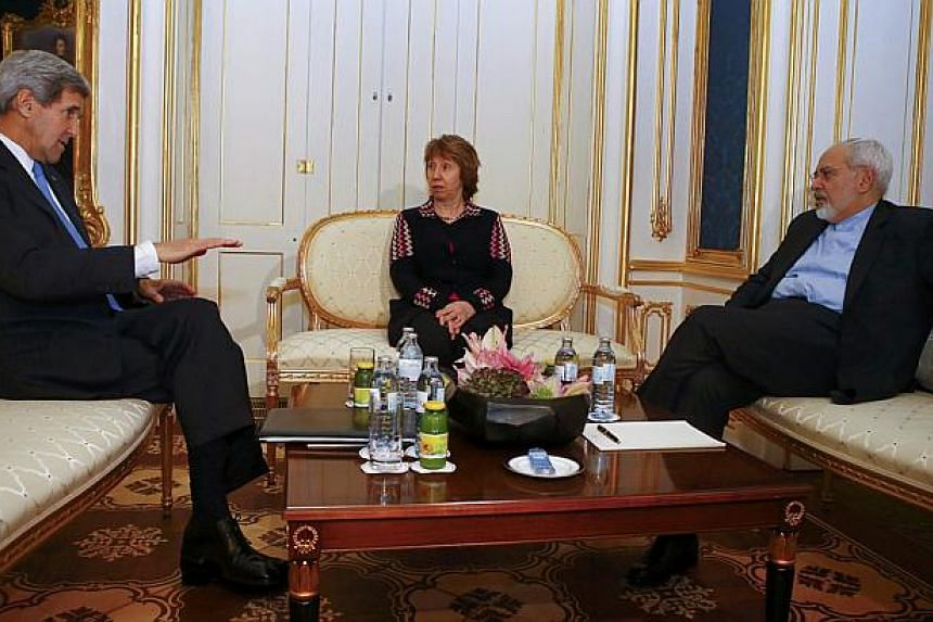 US Secretary of State John Kerry (left), Iranian Foreign Minister Javad Zarif (right) and EU envoy Catherine Ashton pose for photographers before a meeting in Vienna on November 22, 2014. -- PHOTO: REUTERS