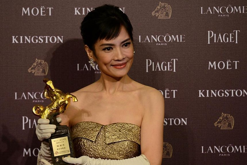 Taiwan actress Chen Shiang Chyi displays a trophy after winning the Best Leading Actress during the Golden Horse Film Awards in Taipei on Nov 22, 2014. -- PHOTO: AFP