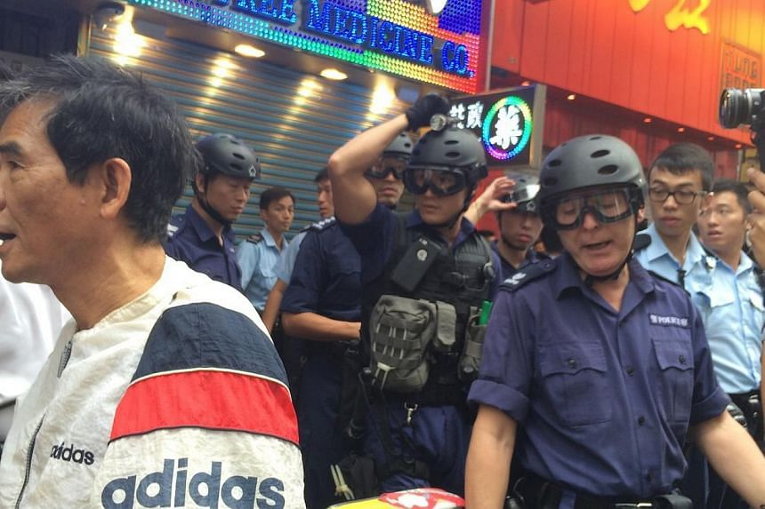 Riot police attempting to clear a protest site at Nathan Road, Hong Kong on Nov 26, 2014. -- ST PHOTO: LI XUEYING