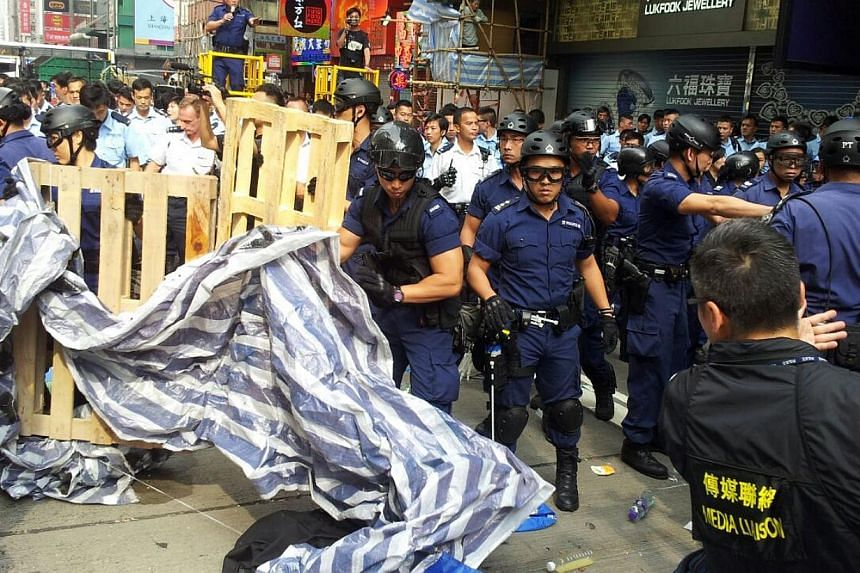Police remove protest items from Nathan Road, Hong Kong on Nov 26, 2014. -- ST PHOTO: LI XUEYING