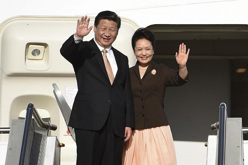 China's President Xi Jinping and his wife Peng Liyuan at Sydney airport before departing from Australia on Nov 19, 2014. -- PHOTO: REUTERS
