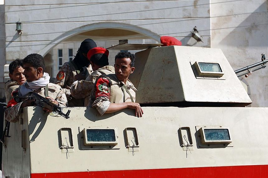 Yemeni security forces hold a position as they guard outside a court during a hearing for Al-Qaeda suspects accused of undermining state security at their trial in Sanaa on Nov 25, 2014. -- PHOTO: AFP