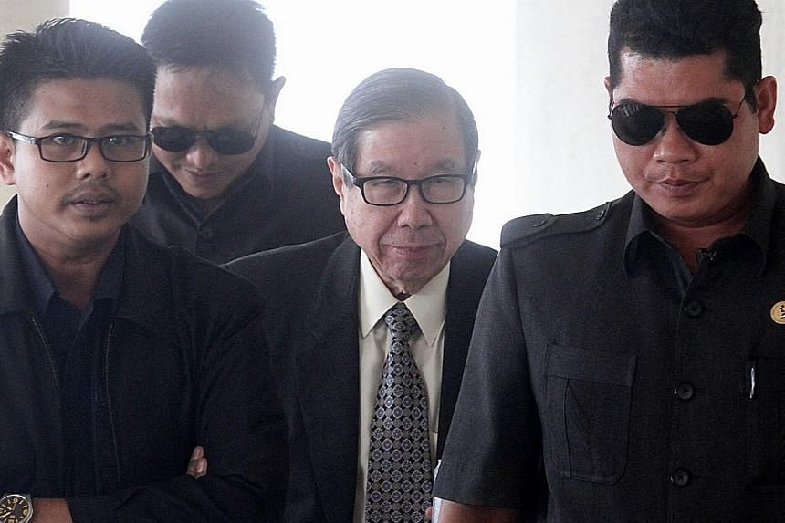 Tycoon Khoo Kay Peng (centre) has succeeded in establishing his case for the Malaysian court to hear his divorce proceedings against Pauline Chai Siew Phin. -- PHOTO: THE STAR/ASIA NEWS NETWORK