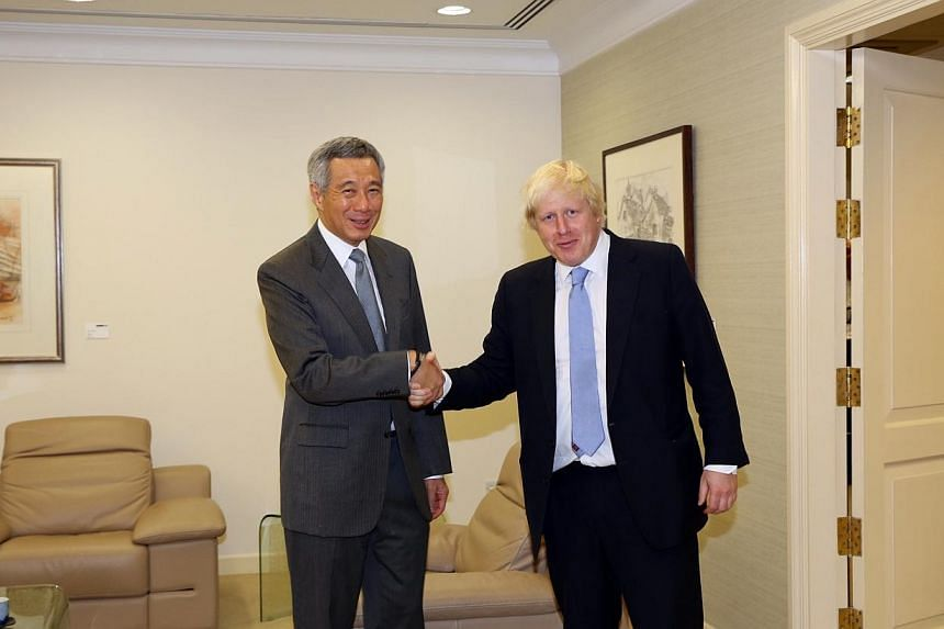 Prime Minister Lee Hsien Loong (left) and Mayor of London Boris Johnson on Nov 28, 2014. -- PHOTO: MINISTRY OF COMMUNICATIONS AND INFORMATION