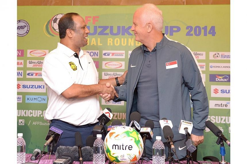 Singapore coach Bernd Stange (right) and Malaysia coach Dollah Salleh at an AFF Suzuki Cup press conference on Nov 28, 2014. -- ST PHOTO: LIM SIN THAI
