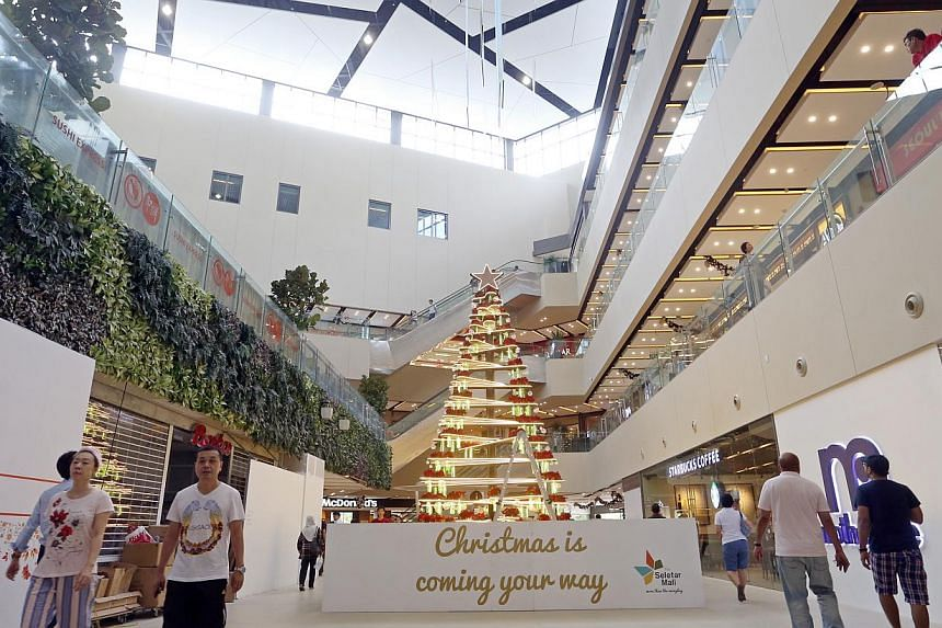 Neighbourhood malls such as Seletar Mall bring dining and shopping convenience to your doorstep. -- ST PHOTO: SEAH KWANG PENG
