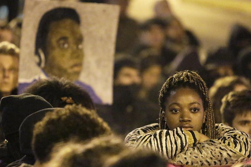 Demonstrators mark a moment of silence following the grand jury decision in the Ferguson, Missouri shooting of Michael Brown, in Seattle, Washington Nov 24, 2014. A UN watchdog on Friday slammed police shootings of blacks in the United States, d