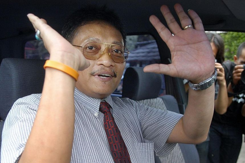 Pollycarpus Priyanto, an Indonesian pilot previously accused of murdering leading human rights activist Munir Said Thalib, gesturing while journalists ask questionson Dec 28, 2006.Indonesian rights groups on Saturday slammed the governmen
