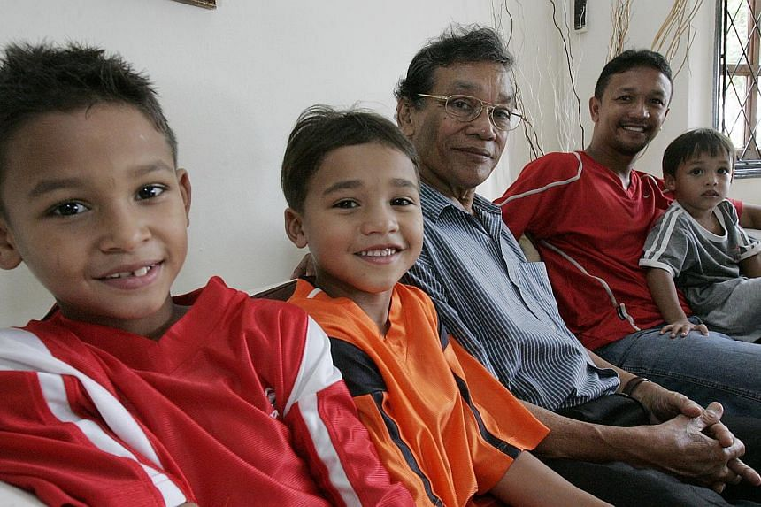 Former national goalkeeper Ahmad Wartam (third from left) with his son, Fandi Ahmad (right), and grandsons (from left) Irfan and Ikhsan in 2006. -- PHOTO: ST FILE