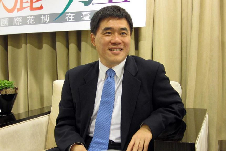 Hau Lung-pin, theincumbent mayor of Taipei, has resigned his post asKMT vice-chairman, Taipei municipal government spokesman Chang Chi-chiang said on Sunday according to the semi-official Central News Agency (CNA). -- PHOTO: BRENDA WU
