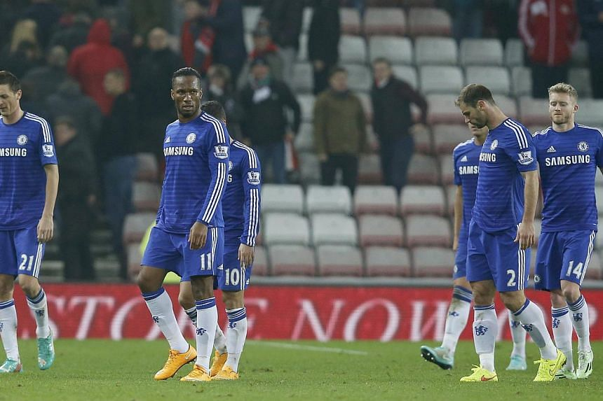 Chelsea players walking off the pitch after a frustrating 0-0 draw with Sunderland at the Stadium of Light on Nov 29, 2014. -- PHOTO: REUTERS