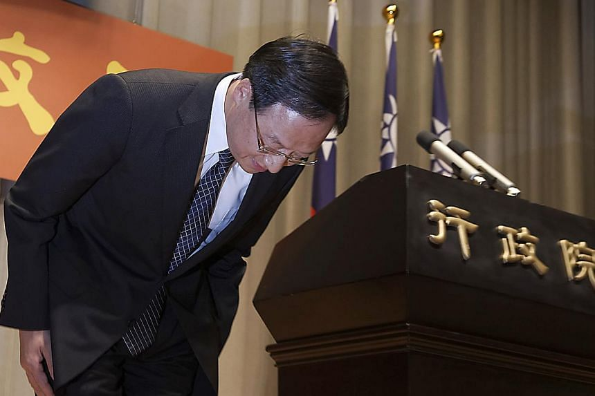 Taiwan Premier Jiang Yi-huah bows during a news conference after the ruling Kuomintang party was defeated in the local elections in Taipei on Nov 29, 2014, sparking his resignation. -- PHOTO: REUTERS