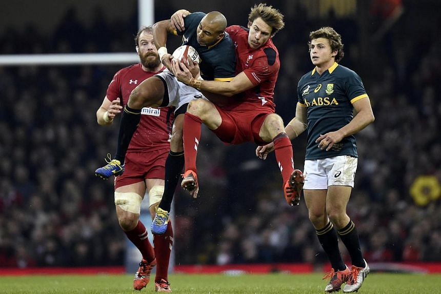 Wales' Liam Williams (right) tackles South Africa's Cornal Hendricks during their Autumn International rugby union match at the Millennium Stadium in Cardiff, Wales Nov 29, 2014. -- PHOTO: REUTERS