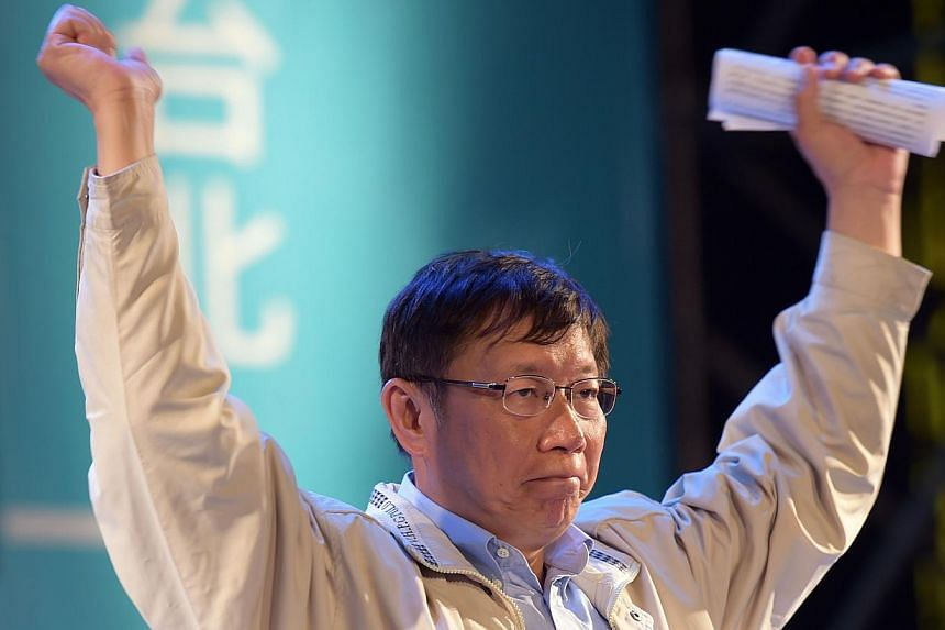 Newly-elected independent Taipei mayor Ko Wen-je gestures after winning the Taipei mayoral elections in Taipei on Nov 29, 2014. -- PHOTO: AFP