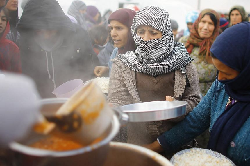 A lack of funds has forced the UN World Food Programme (WFP) to stop providing food vouchers for 1.7 million Syrian refugees in Jordan, Lebanon, Turkey, Iraq and Egypt, it said on Monday. -- PHOTO: REUTERS