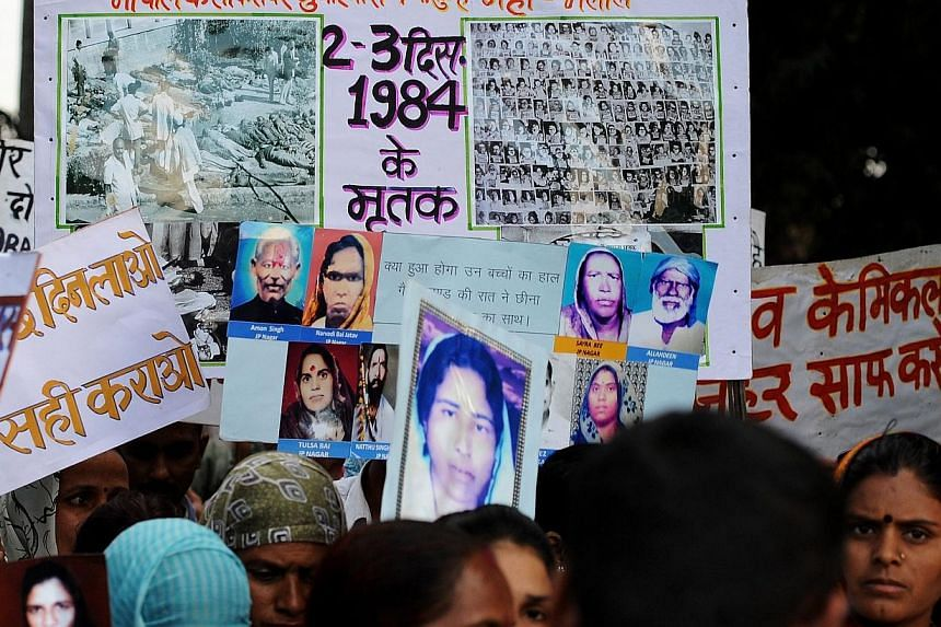 Indian victims of the Bhopal Gas disaster hold placards during a commemoration rally in Bhopal on Dec 1, 2014. -- PHOTO: AFP