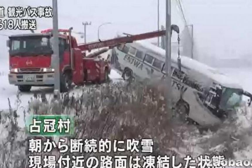 A bus ferrying Singaporean tourists in the Japanese island of Hokkaido crashed on Tuesday morning. -- PHOTO: ZAOBAO.COM