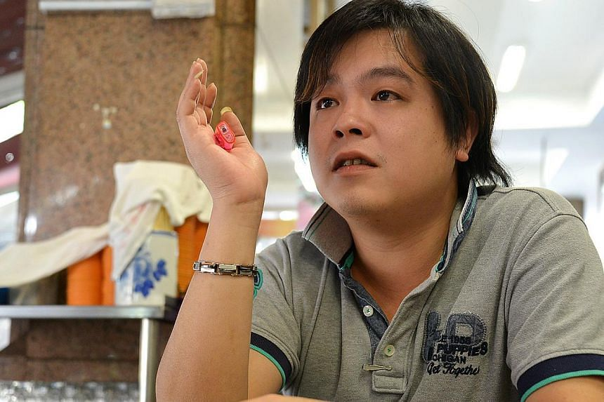 Evening daily papers Shin Min and Lianhe Wanbao within a week reported two occasions on which Mr Jover Chew, 32, was spotted at his old shop Mobile Air on the first floor of the mall, carrying several boxes out. -- PHOTO:AARON ENG OF THE NEW PA