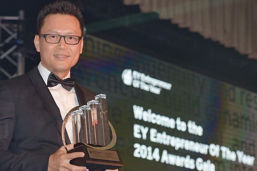 Dr Kar Wong, group managing director of Advanced Group of Companies, was named the overall winner of the EY Entrepreneur of the Year at an awards gala dinner at the Ritz Carlton this evening. -- ST PHOTO:DESMOND WEE