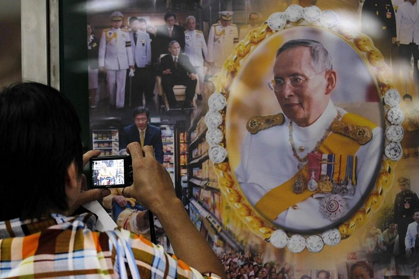 A well-wisher takes a picture of Thailand's revered King Bhumibol Adulyadej at the Siriraj hospital in Bangkok Oct 8, 2014. Thais will have a chance to catch a glimpse of their revered King Bhumibol Adulyadej when he grants a public audien