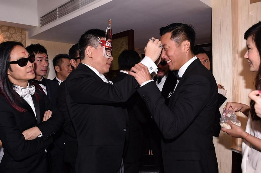 """William So wears a mask that proclaims: """"I am my wife's slave."""" On the foreheads of his groomsmen, he writes: """"Anita I love you."""" -- PHOTO: APPLE DAILY"""