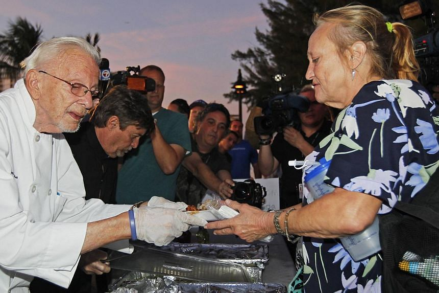 90-year-old activist Arnold Abbott (left) serves food in Fort Lauderdale on Nov 12, 2014. A judge on Tuesday suspended a local bylaw that limited how people could feed the homeless in the US city. -- PHOTO: REUTERS
