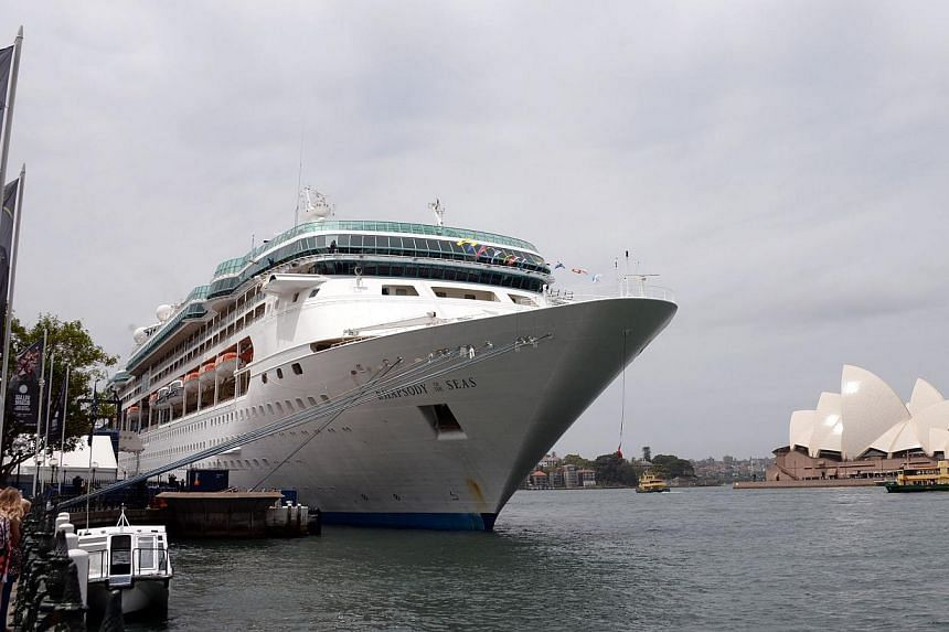 A cruise ship docking in the harbour in front of Sydney's iconic Opera House on Nov 25, 2014. Australia's economy grew by a weaker-than-expected 0.3 per cent in the third quarter, data showed on Dec 3, 2014. -- PHOTO: AFP