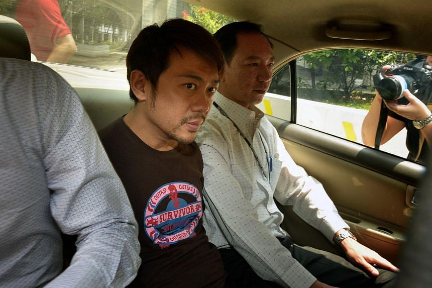 Yang Yin (centre) in a police car on Nov 5, 2014. The former China tour guide has been slapped with three additional charges under the Immigrations Act. -- PHOTO: ST FILE