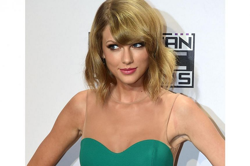 Swift's 1989 - which last month had the biggest debut of any US album in 12 years - returned to the top spot on the Billboard 200 for the seven days until Sunday after slipping for one week. -- PHOTO: AFP