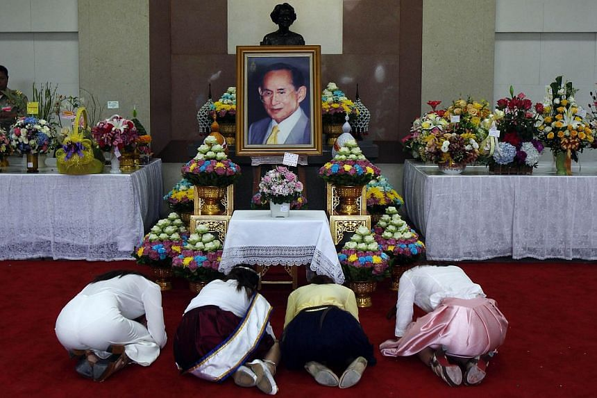 Well-wishers praying for the health of Thailand's revered King Bhumibol Adulyadej at the Siriraj hospital in Bangkok on October 8, 2014. Doctors have advised Thailand's King Bhumibol Adulyadej, the world's longest-reigning monarch, against making a p