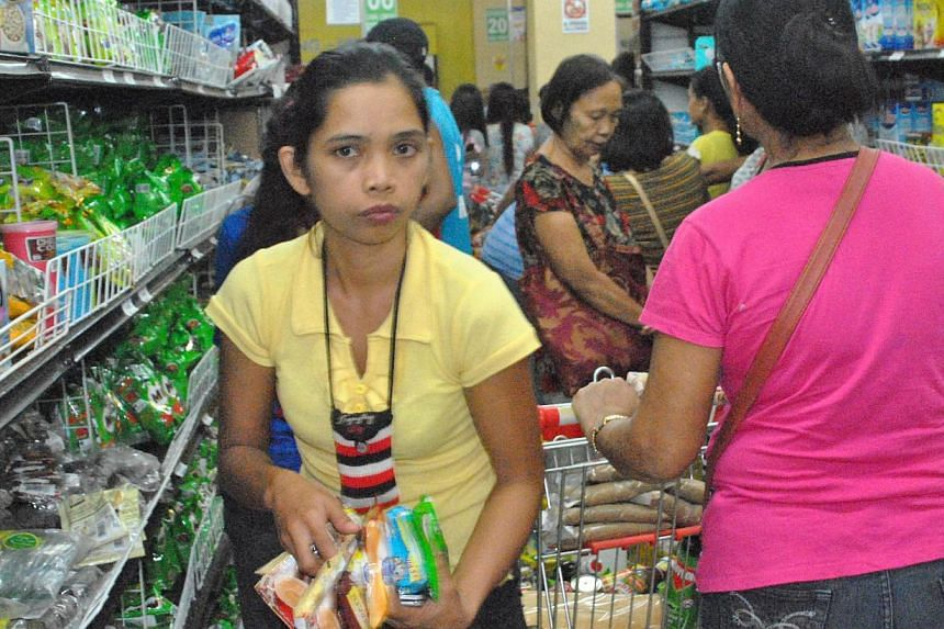 Residents stock up on food supplies from a grocey store in the city of Tacloban, central Philippines on Dec 4, 2014, ahead of the landfall of Typhoon Hagupit. -- PHOTO: AFP