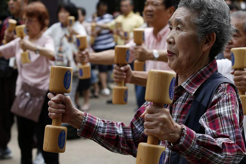 Researchers have found that older people are more relaxed, on average, as they are spared some of the burden of thinking about the future. As a result, they get more pleasure out of the present in ordinary activities. They have also learnt how to tak