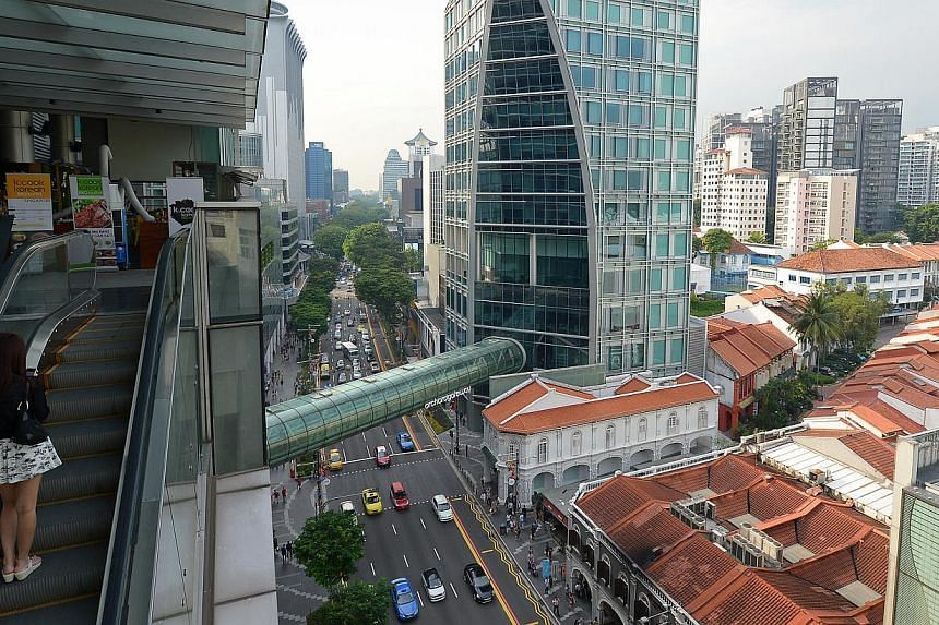 Orchard Gateway's glass skybridge is one of two overhead links among 13 malls in Orchard Road. There are nine underground walkways in the area.
