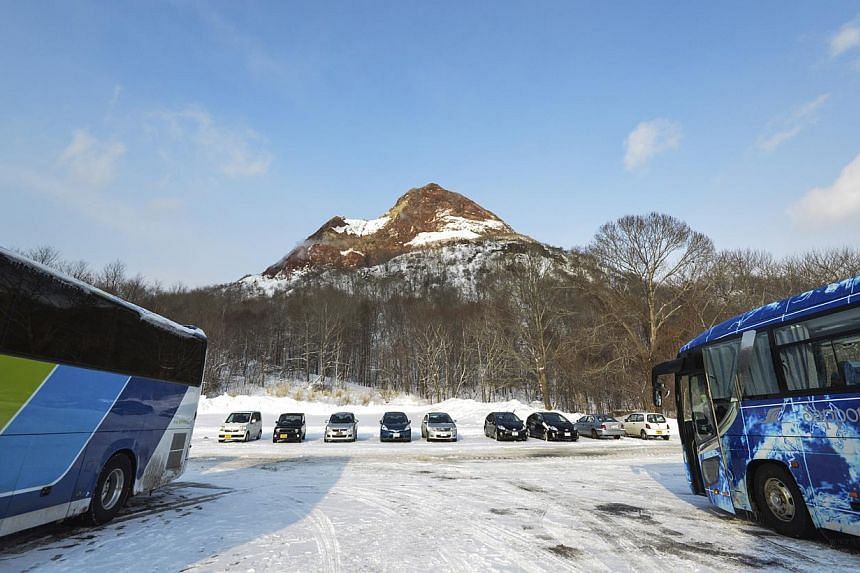 Taking public transport, such as trains and buses, may be safer than driving on the icy roads of Hokkaido in winter. -- PHOTO: ISTOCKPHOTO