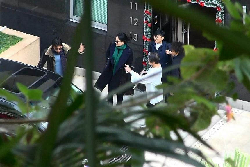 Wong and her daughter emerge from her manager Katie Chan's apartment in Repulse Bay with Nicholas Tse (left).-- PHOTO:APPLE DAILY