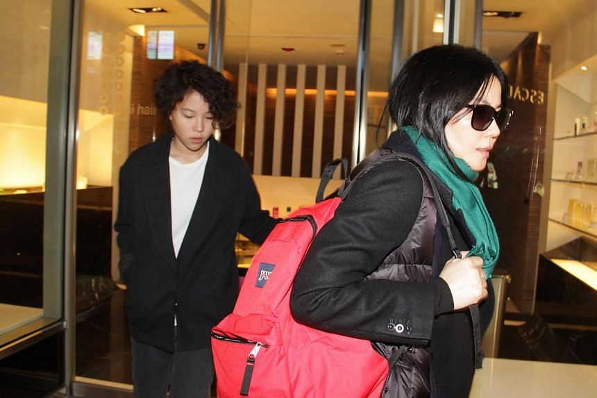 Faye Wong (right) and her daughter Dou Jingtong at a hair salon in Hong Kong on Dec 6, 2014. -- PHOTO: APPLE DAILY