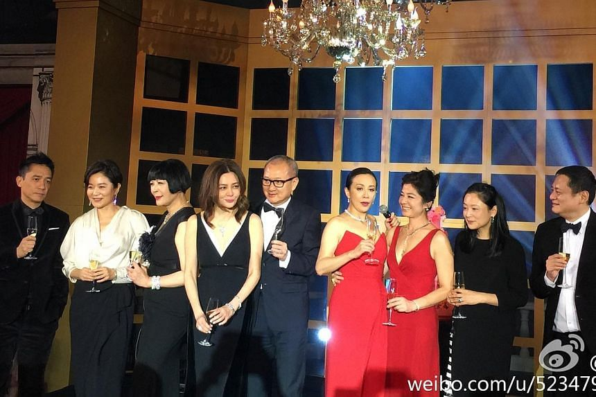 Lin Ching-hsia, Rosamund Kwan and Cherie Chung drink to Carina Lau. -- PHOTO: WEIBO.COM/SU MANG