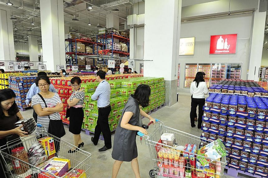 Supermarket chain FairPrice opened a membership-only mega retail store at the FairPrice Hub in Joo Koon on Dec 8, 2014.-- PHOTO:DIOS VINCOY JR FOR THE STRAITS TIMES
