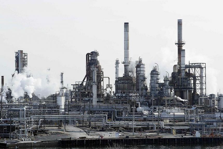 The Philadelphia Energy Solutions petroleum refinery in Philadelphia, Pennsylvania. Crude oil prices have just sunk to a fresh five-year low, as strong United States production exacerbates a global glut of the commodity. -- PHOTO: REUTERS