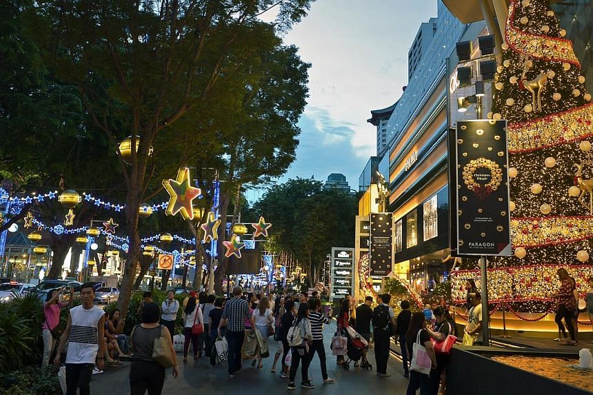 It is now more expensive for expats to live in Singapore than last year, a new cost of living survey showed on Dec 11, 2014, as the Republic moved up five spots to become the world's 26th costliest place for them. -- PHOTO: ST FILE