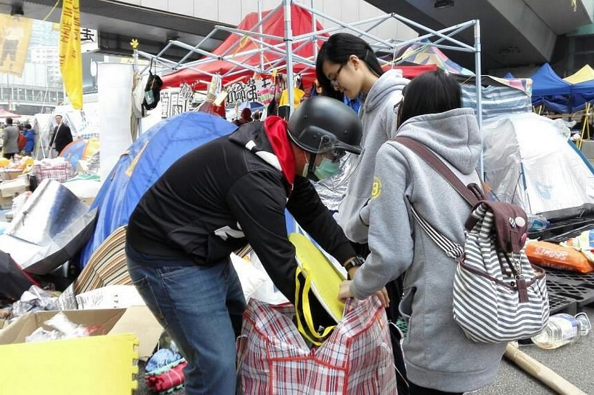 Protesters pack their personal items and dismantle their tents in Admiralty. -- PHOTO: PEARL LIU